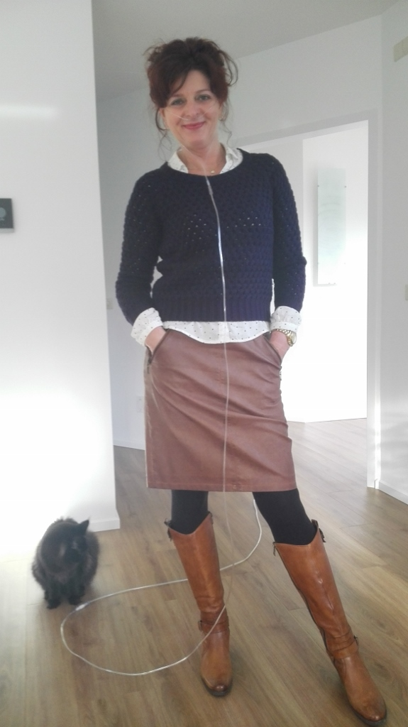 outfit brown faux leather skirt