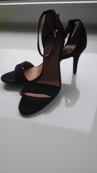 black sandals with heels